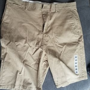 New Men's flat front khaki shorts.